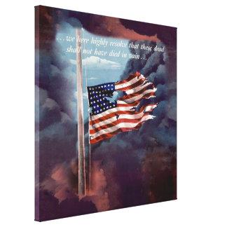 Humo caido pero no olvidado y bandera rasgada impresión en lienzo