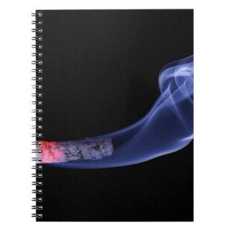 Humo del cigarrillo libreta espiral