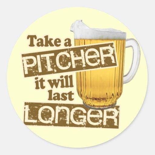 Humor de consumición de la cerveza divertida pegatina redonda