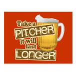 Humor de consumición de la cerveza divertida tarjeta postal