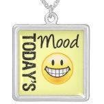 ¡Humor de hoy muy feliz! Collar Personalizado