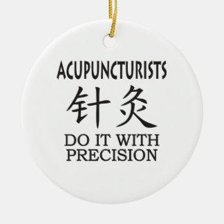 Humor de la acupuntura adorno navideño redondo de cerámica