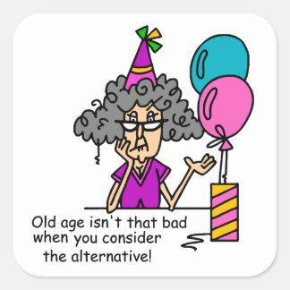 Humor de la alternativa del cumpleaños pegatina cuadrada