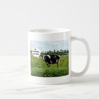 Humor de la vaca taza básica blanca