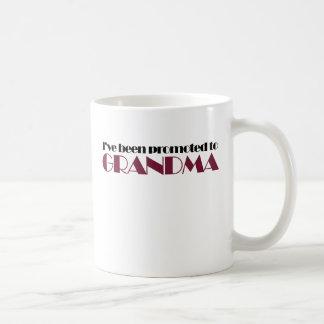 Humor del abuelo para la abuela taza clásica