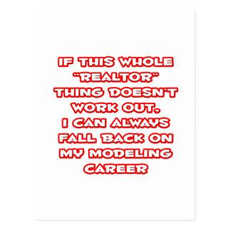 Humor del agente inmobiliario… que modela carrera tarjeta postal