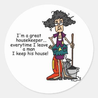 Humor del ama de casa pegatina redonda