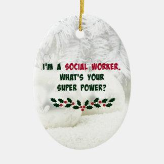 Humor del asistente social, colores del día de adorno navideño ovalado de cerámica