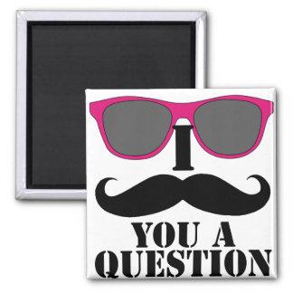 Humor del bigote con las gafas de sol rosadas imán cuadrado