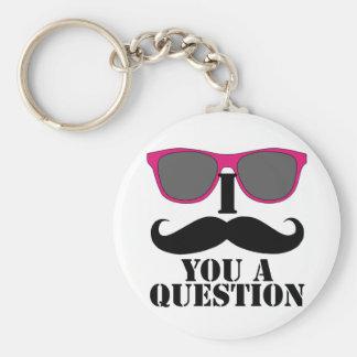Humor del bigote con las gafas de sol rosadas llavero redondo tipo pin