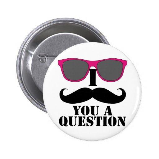Humor del bigote con las gafas de sol rosadas pins