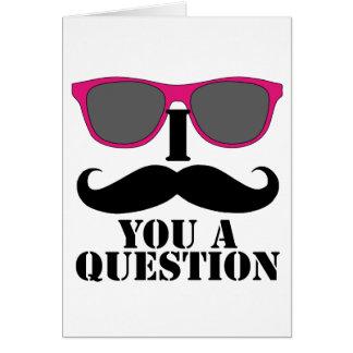 Humor del bigote con las gafas de sol rosadas tarjeta de felicitación
