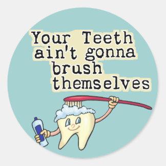 Humor del dentista y del higienista dental pegatinas redondas