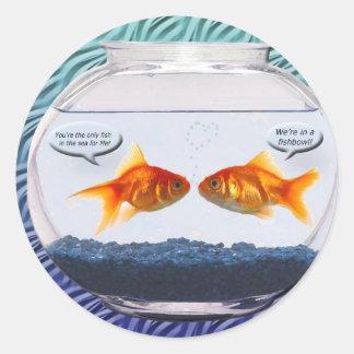 Humor del fishbowl del Goldfish Pegatina Redonda