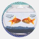 Humor del fishbowl del Goldfish Pegatinas Redondas