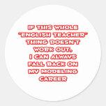 Humor del profesor de inglés… que modela carrera pegatina redonda