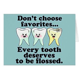 Humor dental del cepillo y de la seda felicitacion