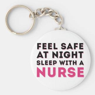 Humor descarado negro rosado de la enfermera llavero personalizado