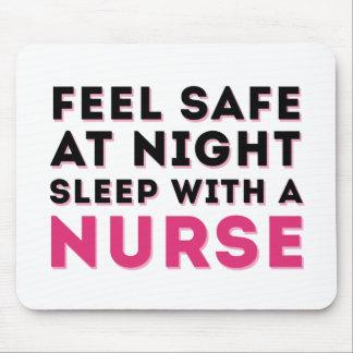 Humor descarado negro rosado de la enfermera tapetes de raton