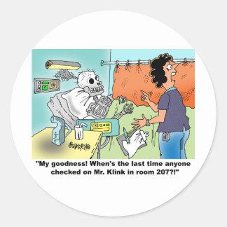 Humor médico del dibujo animado etiquetas redondas