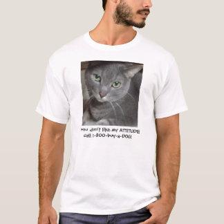 Humor ruso de la actitud del gato del gris azul playera