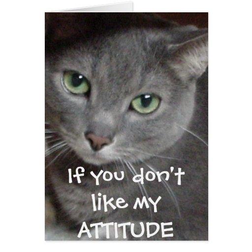 Humor ruso de la actitud del gato del gris azul felicitacion