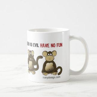 Humor sabio de 4 monos taza básica blanca