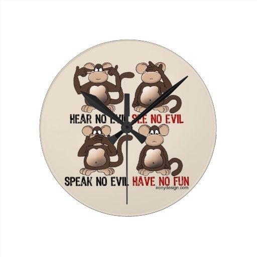 Humor sabio de los monos reloj redondo mediano