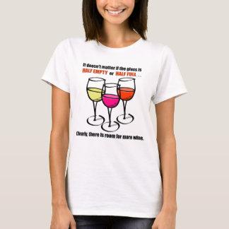Humor semivacío de cristal del vino playera