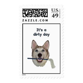 Humor sucio del pis del perro del día franqueo