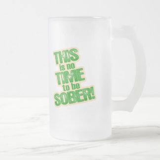 Humor verde divertido de la cerveza tazas de café