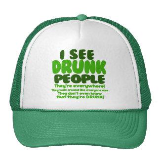 Humor verde divertido del día de la cerveza gorros bordados