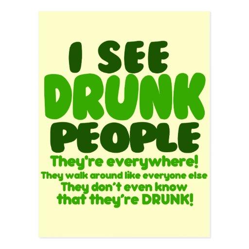 Humor verde divertido del día de la cerveza postal