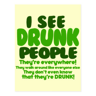 Humor verde divertido del día de la cerveza postales