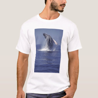 Humpback whale breaching (Megaptera T-Shirt