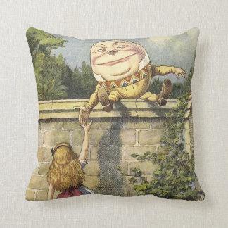 Humpty Dumpty Alicia en almohada del país de las m