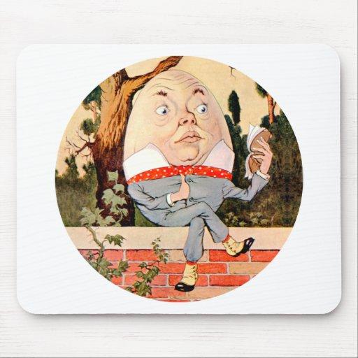 Humpty Dumpty Sat en una pared en el país de las m Alfombrillas De Ratones