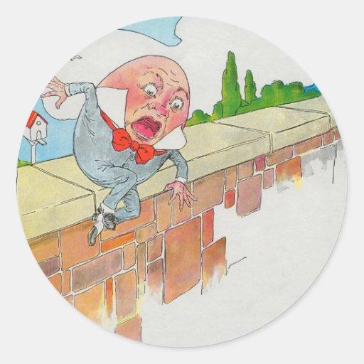 Humpty Dumpty sentado en una pared Etiqueta