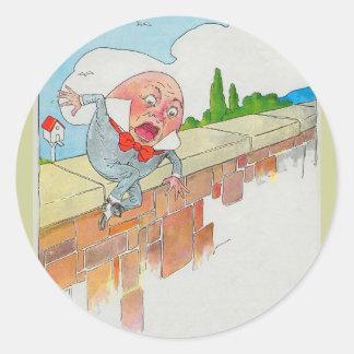 Humpty Dumpty sentado en una pared Pegatinas Redondas