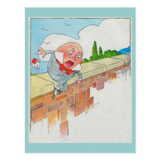 Humpty Dumpty sentado en una pared Tarjeta Postal