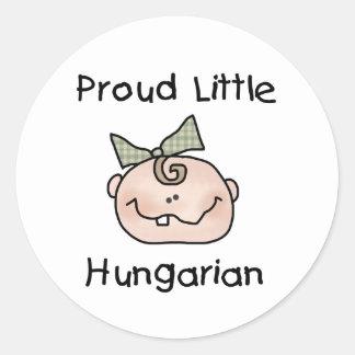 Húngaro orgulloso de la niña pegatina redonda