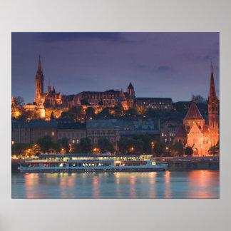 HUNGRÍA, Budapest: Colina del castillo, iglesia ca Póster