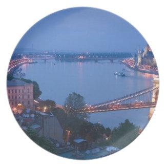 HUNGRÍA, Budapest: Puente (de cadena) de Szechenyi Platos Para Fiestas