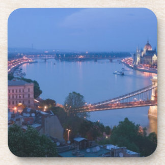 HUNGRÍA, Budapest: Puente (de cadena) de Szechenyi Posavasos De Bebidas