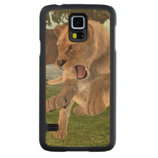 Hunting Lioness Carved® Maple Galaxy S5 Case