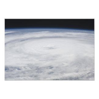 Huracán Bill en el Océano Atlántico Cojinete