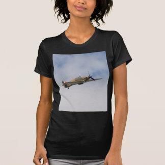 Huracán del vendedor ambulante en vuelo camiseta