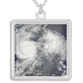 Huracán Felicia y tormenta Enrique al este del Haw Colgante Cuadrado