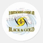 Huracanes en negro y oro pegatina redonda