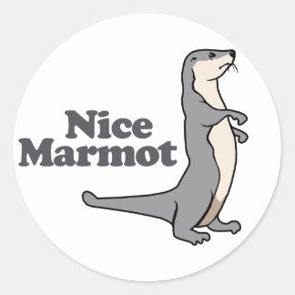 Hurón agradable de la marmota pegatina redonda